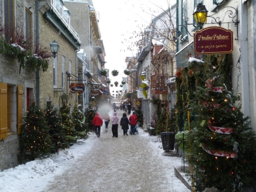 12-christmasy-streetscape