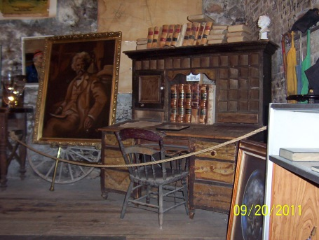 Mark_Twain's_desk_at_the_Mark_Twain_Territorial_Enterprise_Museum,_Virginia_City,_NV